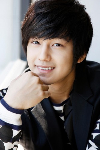 Ким Бом Обои probably with a business suit and a portrait called Kim Sang Bum