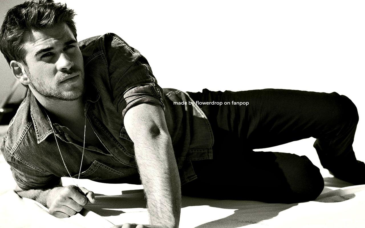 Liam Hemsworth Model liam-hemsworth Wallpaper