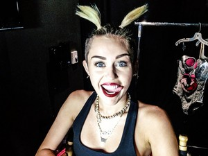 Miley Cyrus - 2013 VMA-Video música Awards-Backstage