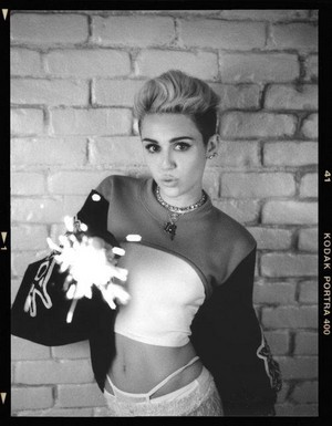 Miley Cyrus-BANGERZ-Photoshoot