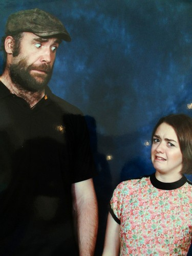 Game of Thrones wallpaper probably containing a concert, a jersey, and a short sleeve entitled Rory McCann & Maisie Williams- Tampa Bay Comic Con