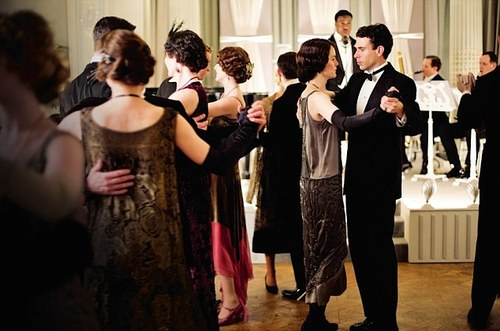 Downton Abbey karatasi la kupamba ukuta entitled Season 4