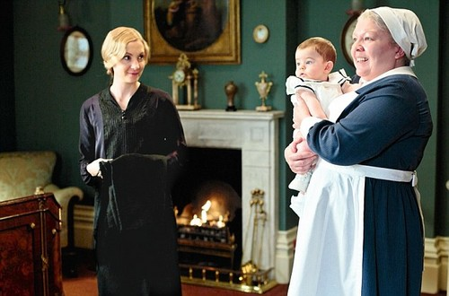 Downton Abbey kertas dinding possibly containing a business suit and a well dressed person entitled Season 4