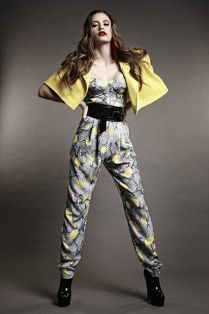 Serenay Sarikaya as a model ♥
