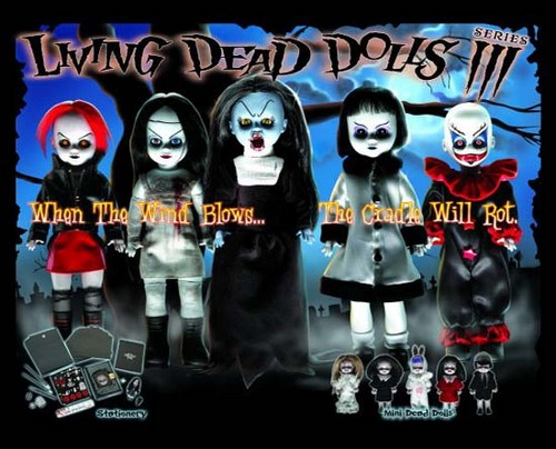 Living Dead Puppen Hintergrund called Series 3