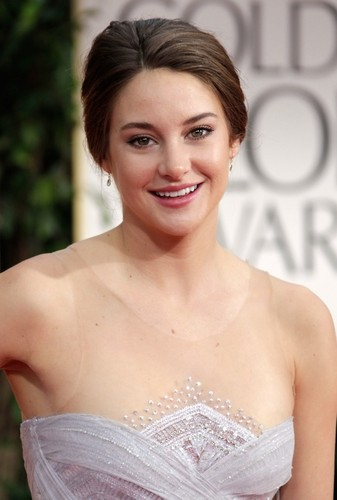 Shailene Woodley wallpaper possibly with a bridesmaid, a cocktail dress, and a dinner dress entitled Shai