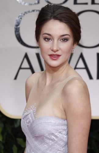 Shailene Woodley wallpaper probably with a cocktail dress entitled Shai