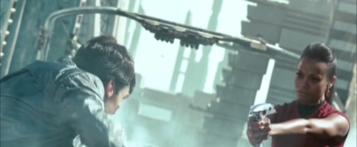 Zoë Saldaña as Uhura achtergrond titled ster Trek into Darkness