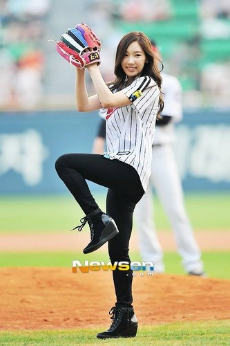 Girls Generation/SNSD wallpaper with an umpire, a first baseman, and a right fielder called TaeYeon Throws Opening Pitch with SeoHyun Batting