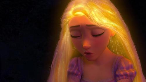 Disney Songs karatasi la kupamba ukuta titled Tangled - Healing Incantation