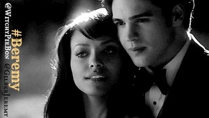 상단, 맨 위로 TV Ships: Jeremy Gilbert and Bonnie Bennett; The Vampire Diaries