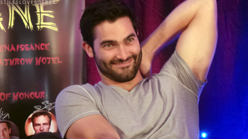 Tyler Hoechlin achtergrond probably containing a concert titled Tyler Hoechlin