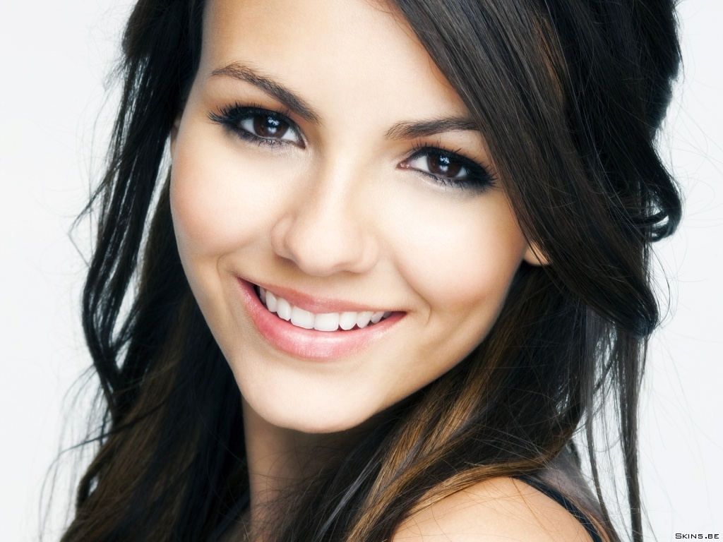beautiful female celebrities images victoria justice hd