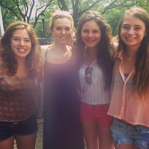 hilarie burton with fãs
