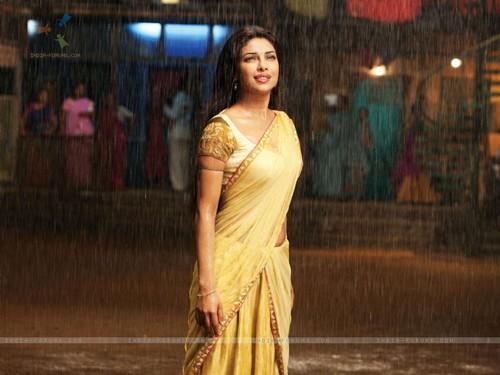 Priyanka Chopra wallpaper with a cena dress titled pc