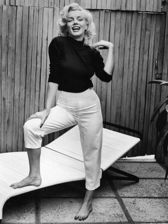 "Marilyn Monroe karatasi la kupamba ukuta entitled ^Marylin"""