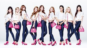 130913 SNSD @ Samantha Thavasa Color Jeans & Blue Jeans。