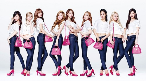 Girl's Generation/SNSD karatasi la kupamba ukuta probably with a cocktail dress called 130913 SNSD @ Samantha Thavasa Color Jeans & Blue Jeans。