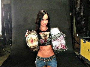 AJ Lee with the Divas and Women's título