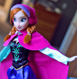 Anna ディズニー Store doll's details