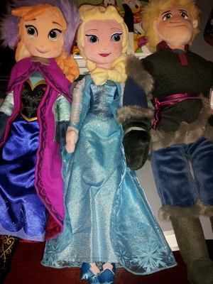 Anna, Elsa, and Kristoff plush muñecas