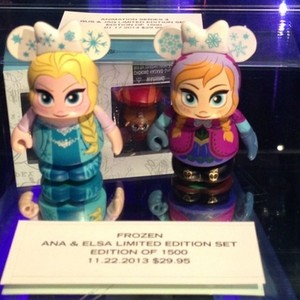 Anna and Elsa vinylmations