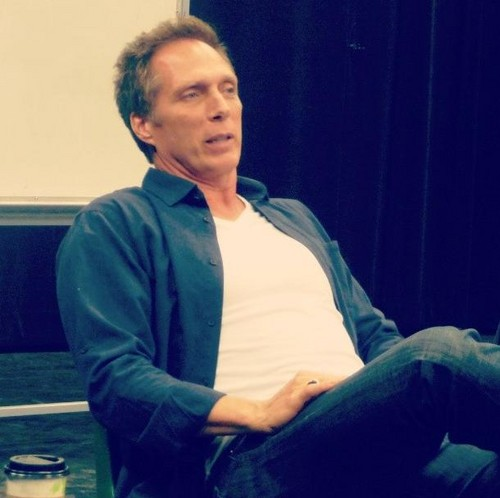 William Fichtner দেওয়ালপত্র probably with long trousers, a well dressed person, and a pantleg entitled Bill