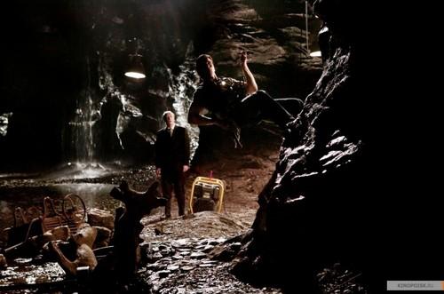 Bruce Wayne hình nền containing a đài phun nước and a ngọn lửa, chữa cháy entitled Bruce W. in Người dơi Begins