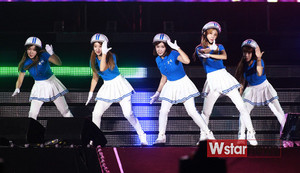 Crayon Pop performing at Lotte Family Festival 2013 130913