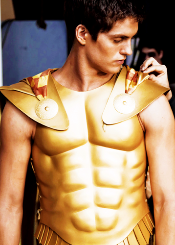 Daniel Sharman karatasi la kupamba ukuta possibly containing a breastplate called Daniel Sharman ♥