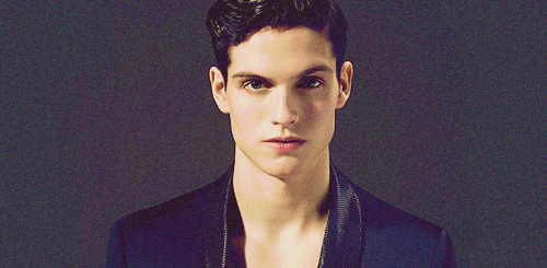 Daniel Sharman wallpaper probably with a well dressed person, a business suit, and a portrait called Daniel Sharman ♥