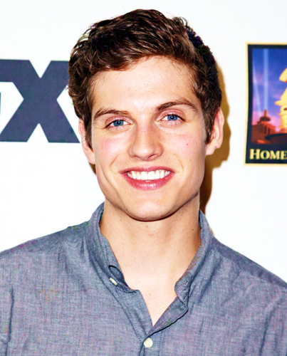 Daniel Sharman fond d'écran probably with a portrait titled Daniel Sharman ♥