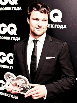 The Vampire Academy Blood Sisters achtergrond containing a business suit, a suit, and a three piece suit called Danila Kozlovsky GQ Man of the jaar