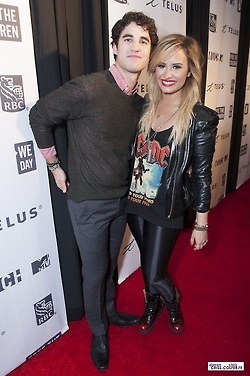 Darren Criss and Demi Lovato We jour