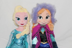Elsa and Anna Plush anak patung