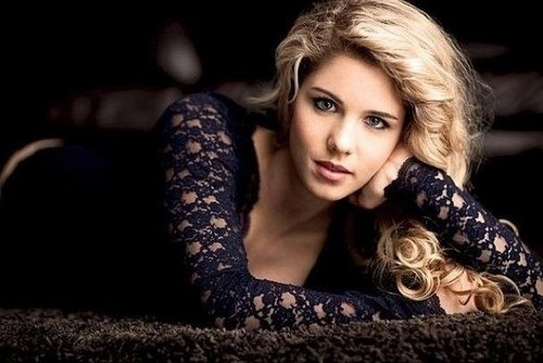 Emily Bett Rickards wallpaper with a portrait titled Emily