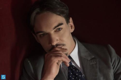 Dracula NBC fondo de pantalla containing a business suit entitled Episode 1.01 - Pilot