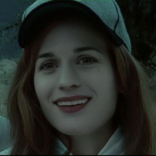 ट्वाइलाइट फ़िल्म वॉलपेपर possibly with a हुड, डाकू entitled Esme