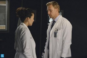 Grey's Anatomy - Episode 10.03 - Everybody's Crying Mercy - Larger Promotional चित्रो