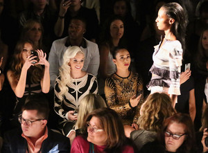 Herve Leger door Max Azria - Front Row - Mercedes-Benz Fashion Week Spring 2014