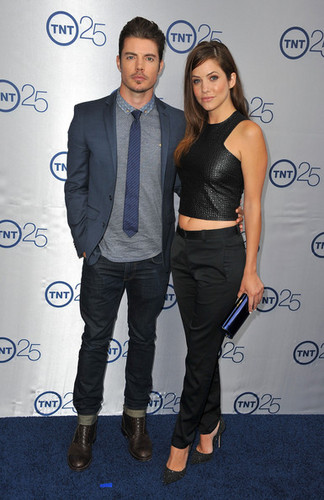 Josh Henderson wallpaper with a business suit called Josh Henderson and Julie Gonzalo at TNT's 25th Anniversary