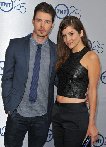 Josh Henderson karatasi la kupamba ukuta containing a business suit entitled Josh Henderson and Julie Gonzalo at TNT's 25th Anniversary