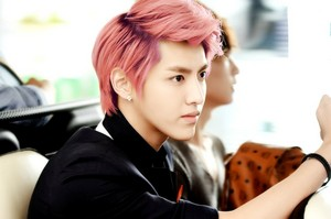 Kris with ピンク hair!<3