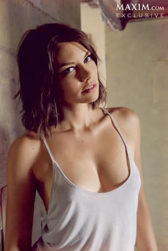 Lauren Cohan achtergrond possibly with attractiveness and a portrait entitled Lauren Cohan// Maxim Magazine October 2013