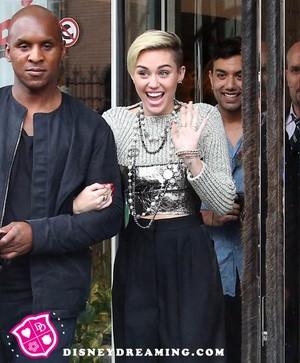 Miley in Paris