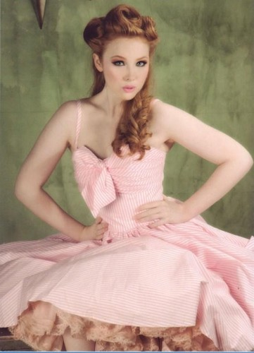 molly quinn वॉलपेपर possibly containing a hoopskirt, a gown, and a रात का खाना dress entitled Molly Quinn