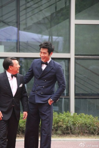 Godfrey Gao achtergrond containing a business suit, a suit, and a dress suit called Philips - [09.13.13] - Shangai