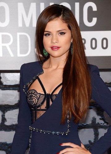 Селена Гомес Обои containing a portrait entitled Selena Gomez VMA 2013