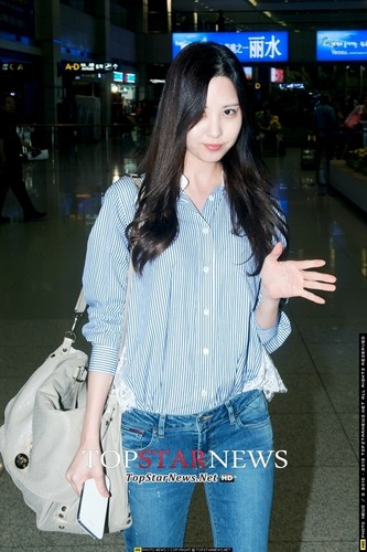 Girls Generation/SNSD wallpaper containing a jean called Seohyun Airport 130915