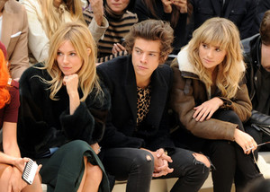 September 16th - Harry at burberry Fashion montrer in Londres